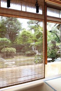 和室より庭園の写真素材 [FYI01628288]