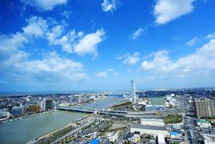 信濃川河口の街並みの写真素材 [FYI01628503]