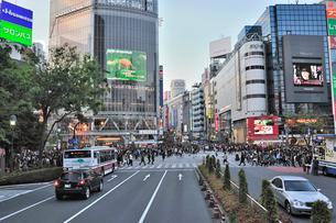 渋谷駅前交差点の写真素材 [FYI01628794]