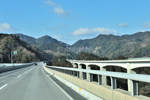 新名神高速道路,錐ヶ瀧橋の写真素材 [FYI01628911]