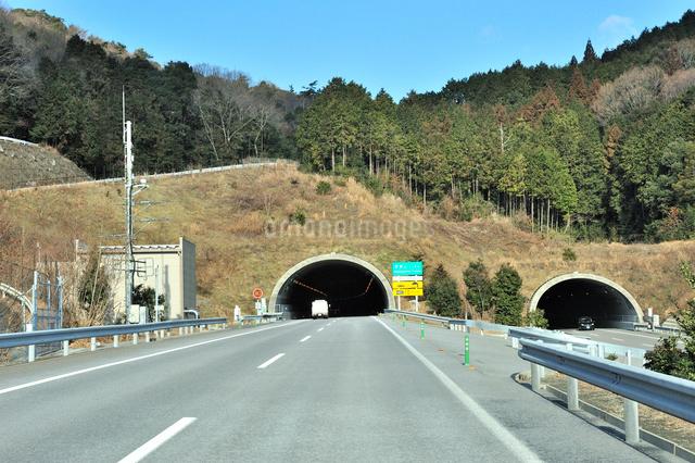 新名神高速道路,安坂山トンネル東側入り口の写真素材 [FYI01628937]