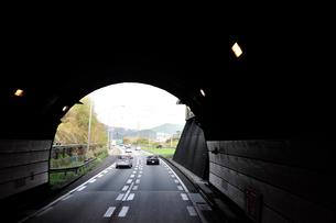 東名高速道路下り線宇利トンネルの写真素材 [FYI01628974]