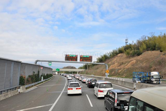 伊勢湾岸自動車道下り線四日市JCT手前の渋滞予告の写真素材 [FYI01629140]
