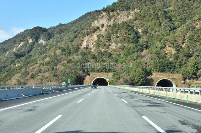 新名神高速道路,鈴鹿トンネル東側入り口の写真素材 [FYI01629145]