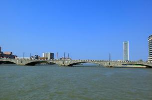 萬代橋と朱鷺メッセの写真素材 [FYI01629264]