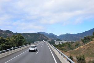 新名神自動車道 安坂山付近の写真素材 [FYI01629297]