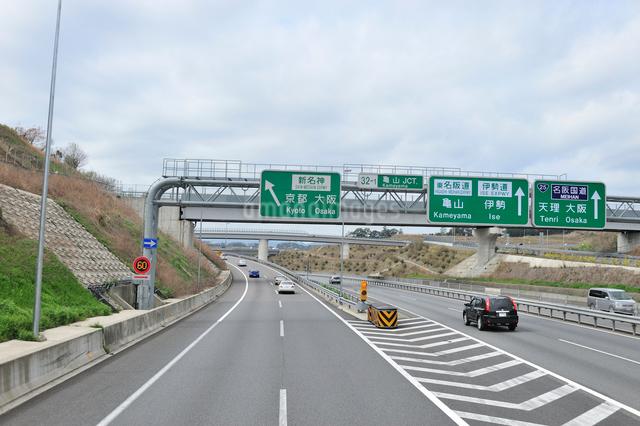 亀山JCT案内標識の写真素材 [FYI01629316]