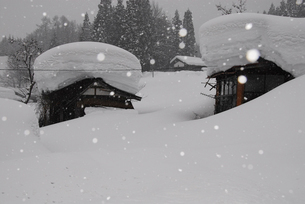 豪雪の村の写真素材 [FYI01629364]