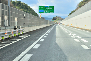 名神高速道路,京都東インター手前の写真素材 [FYI01629462]