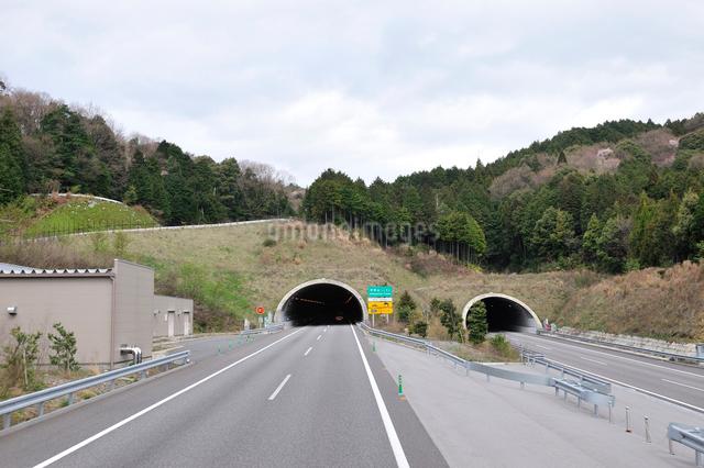 新名神自動車道 安坂山トンネルの写真素材 [FYI01629478]