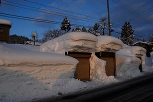 豪雪の村の写真素材 [FYI01629498]