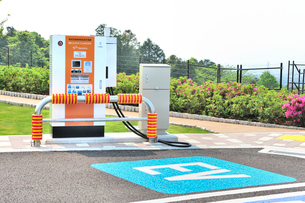 自動車充電器(EV)の写真素材 [FYI01629508]