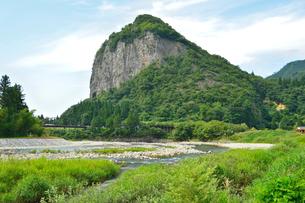 八木ヶ鼻と五十嵐川の写真素材 [FYI01629509]