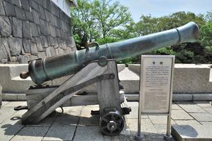 号砲(大阪城の大砲・お城のドン・お午のドン)の写真素材 [FYI01629523]
