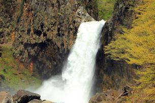 春の苗名滝の写真素材 [FYI01629683]