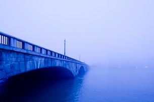 萬代橋の夕景の写真素材 [FYI01629760]