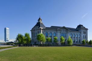 みなとぴあの新潟市歴史博物館と朱鷺メッセの写真素材 [FYI01629866]