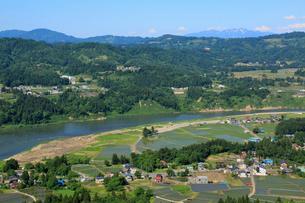 山本山より越後三山と田園風景の写真素材 [FYI01629984]