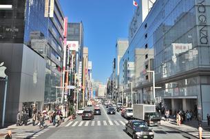 中央通り銀座三丁目交差点の写真素材 [FYI01630004]