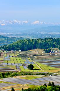 山本山山頂より春の田園風景を望むの写真素材 [FYI01630081]