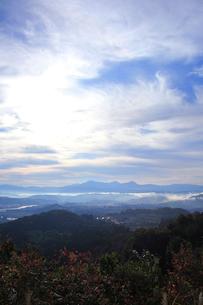 朝もやの中の越後三山の写真素材 [FYI01630252]