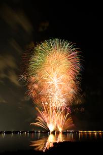 阿賀野川ござれや花火の写真素材 [FYI01630285]