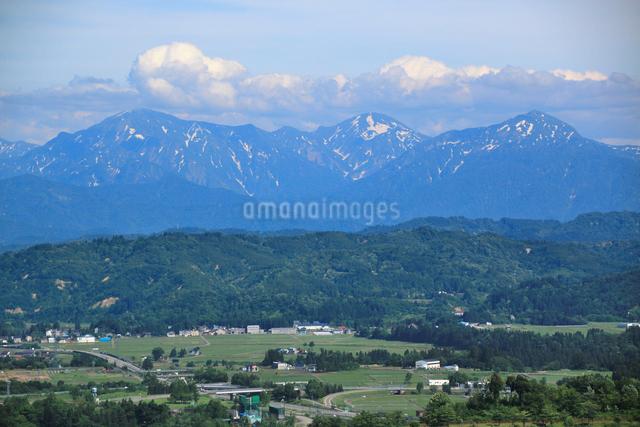 山本山より越後三山と田園風景の写真素材 [FYI01630788]