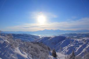 朝日と越後三山の写真素材 [FYI01630799]