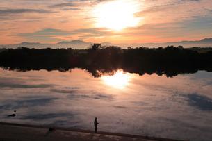 朝の信濃川の写真素材 [FYI01631209]