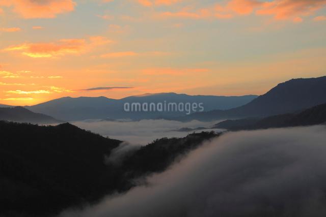 枝折峠の雲海の写真素材 [FYI01631352]