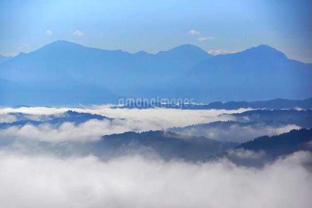 雲海と越後三山の写真素材 [FYI01631402]