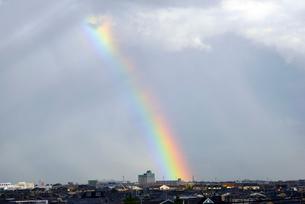 街並みと虹の写真素材 [FYI01631456]