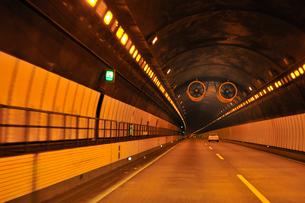 トンネルの換気ファン (ジェットファン)の写真素材 [FYI01631877]