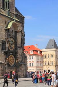 天文時計と街角の写真素材 [FYI01632517]