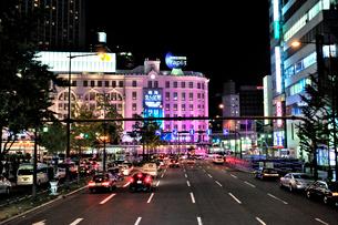 夜の御堂筋難波駅付近の写真素材 [FYI01632564]