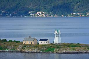 船上より灯台を望むの写真素材 [FYI01633063]