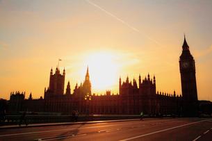 ビッグ・ベンと夕陽の写真素材 [FYI01633493]