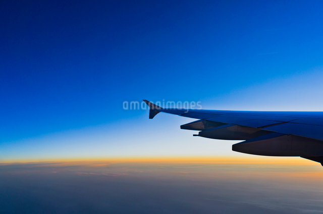 機中より朝焼けの写真素材 [FYI01634614]