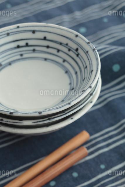 お皿とお箸の写真素材 [FYI01634919]