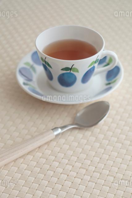 カップアンドソーサーと紅茶の写真素材 [FYI01634954]
