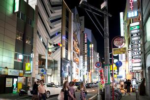 夜の錦の繁華街の写真素材 [FYI01635123]