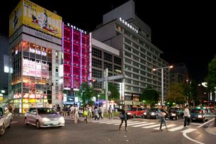 夜の栄の街の写真素材 [FYI01635128]