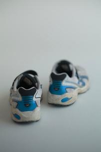 子供のスニーカーの写真素材 [FYI01635133]