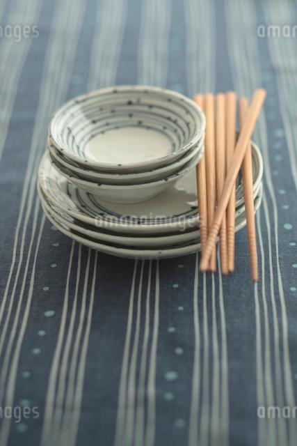 お皿とお箸の写真素材 [FYI01635144]