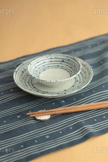 お皿とお箸の写真素材 [FYI01635167]