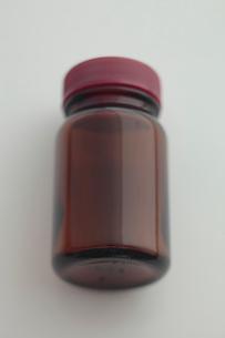 茶色の小瓶の写真素材 [FYI01635197]