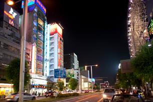 夜の錦通と栄の街の写真素材 [FYI01635265]