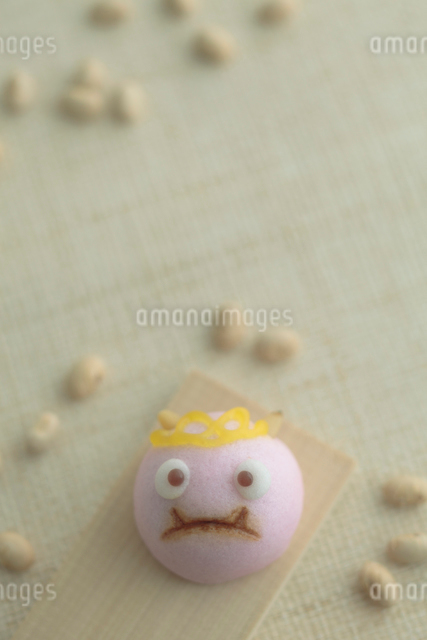 節分の豆と鬼の饅頭の写真素材 [FYI01635358]