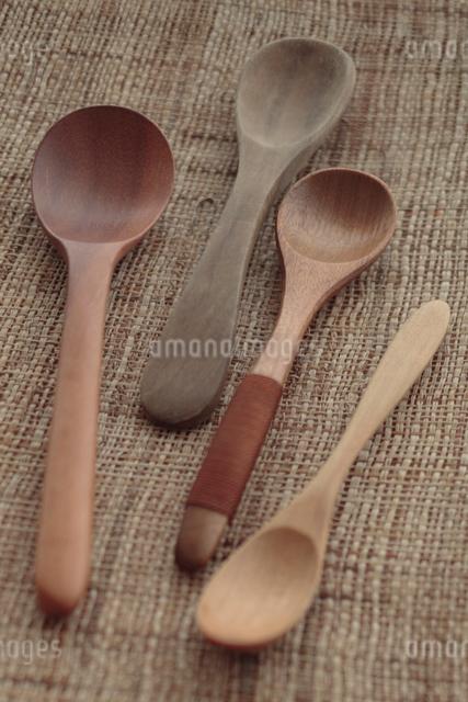 木製のスプーンの写真素材 [FYI01635547]