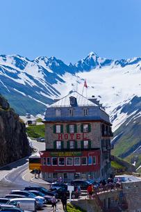 雪山とホテルの写真素材 [FYI01635602]